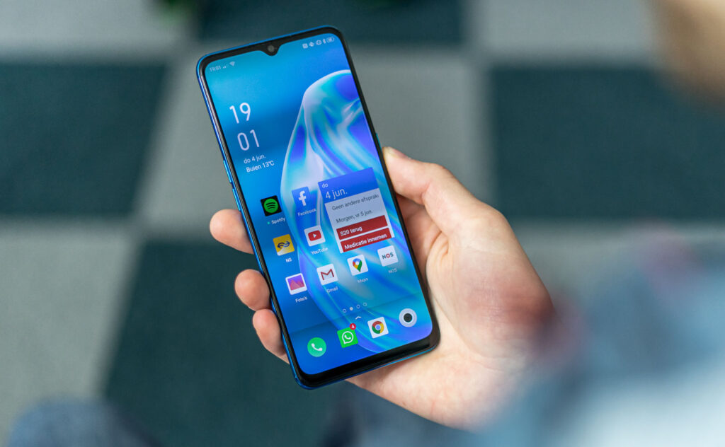 Oppo A91 review in hand